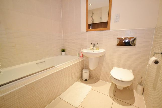 Bathroom of London Road, Bushey WD23