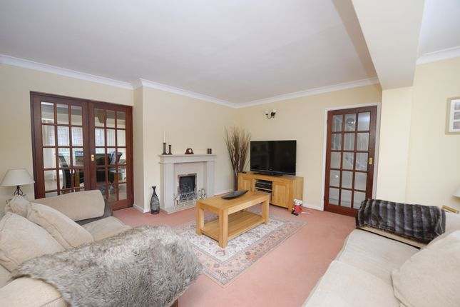 Lounge of Deerlands Road, Chesterfield S40