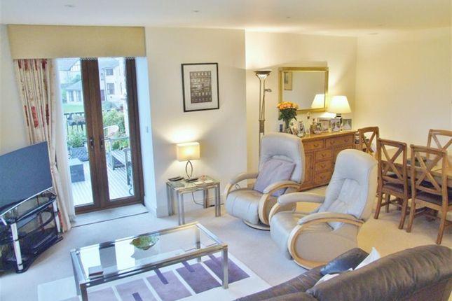 Living Room of Burrwood Court, Holywell Green, Halifax HX4