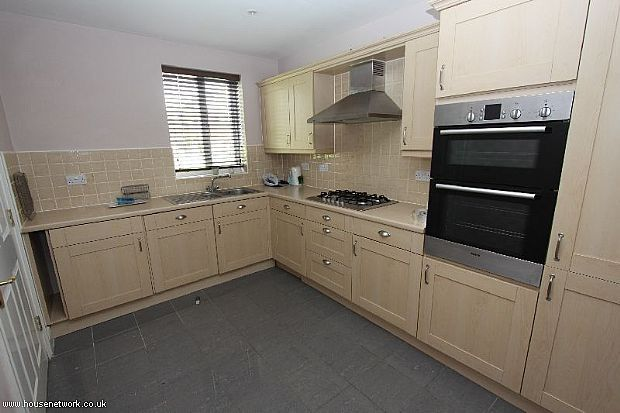 4 bed town house to rent in Bloomfield Walk, Orsett, Grays, Essex