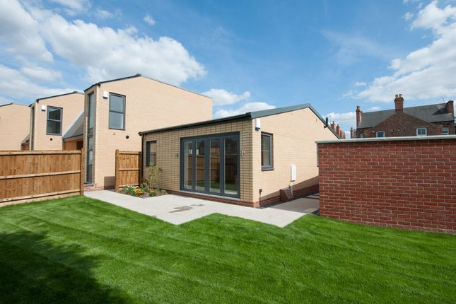 Thumbnail Detached bungalow for sale in West Avenue, West Bridgford, Nottingham