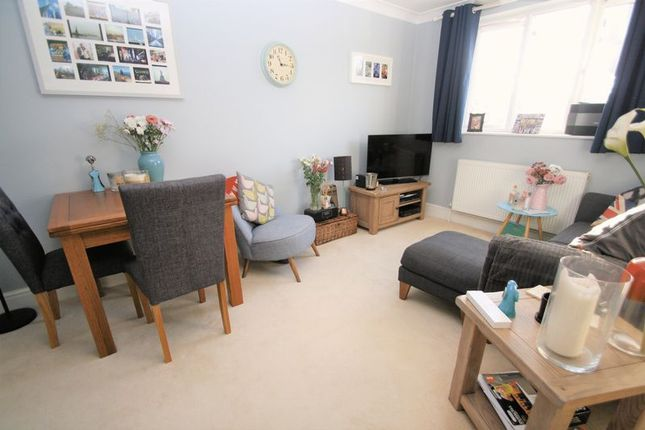 2 bed flat for sale in Winchester Road, Bishops Waltham, Southampton