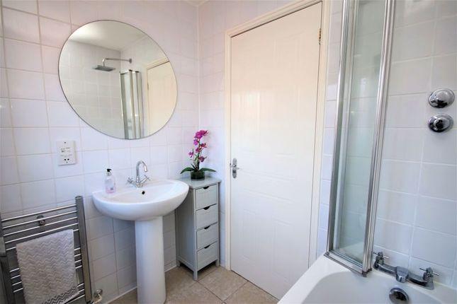 Bathroom (2) of Kersehill Crescent, Falkirk FK2