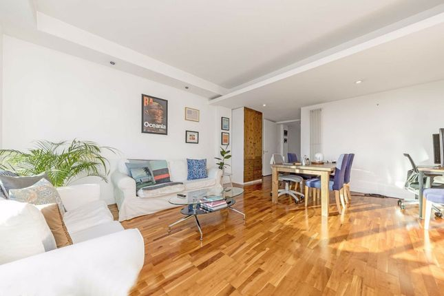 2 bed flat to rent in City Road, London EC1Y
