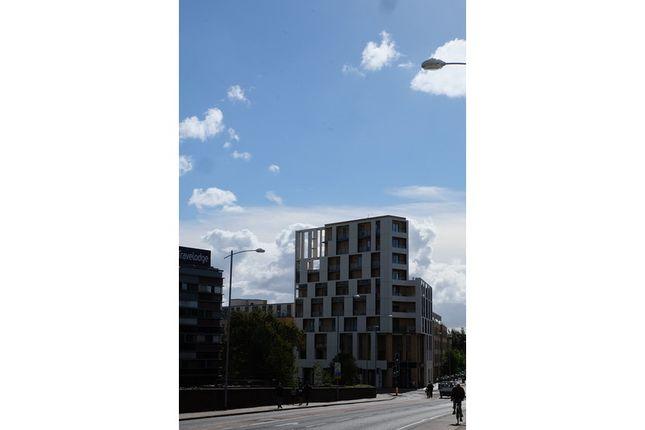 Thumbnail Flat to rent in Hills Road, Cambridge