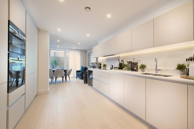 Thumbnail Terraced house for sale in Nunhead Lane, London