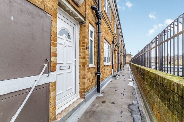 Thumbnail Flat for sale in Silverweed Road, Chatham