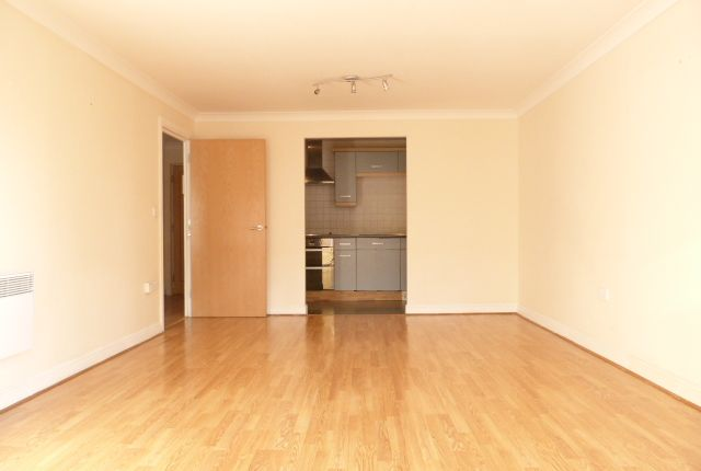 Flat for sale in Glebelands Close, Finchley