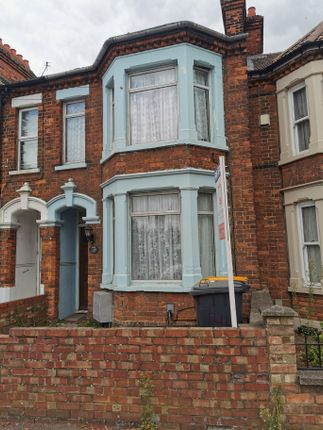 3 bed terraced house for sale in Ampthill Road, Bedford MK42