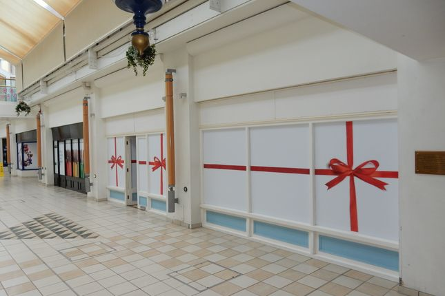 Retail premises to let in Riverside Centre, Evesham