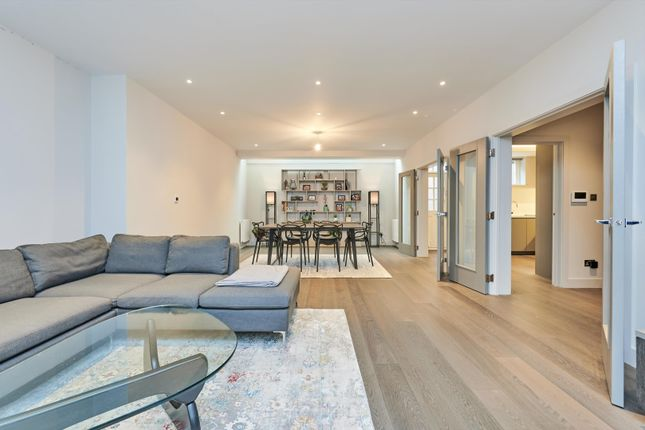 4 bed detached house to rent in Wellington Place, St John's Wood, London NW8