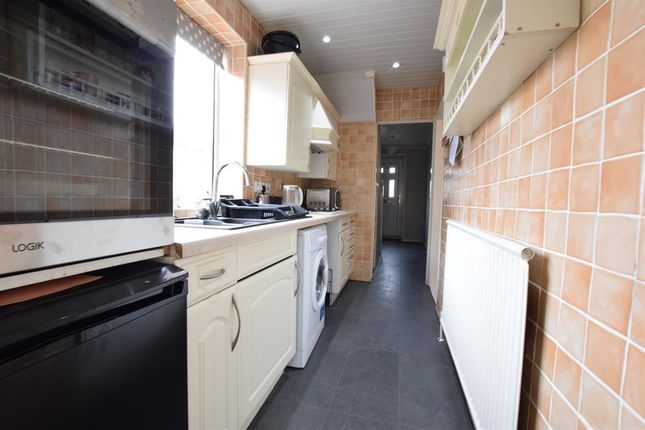 Kitchen of Woollin Avenue, Scunthorpe DN16