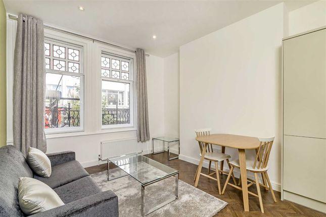 2 bed flat to rent in Woodstock Street, London