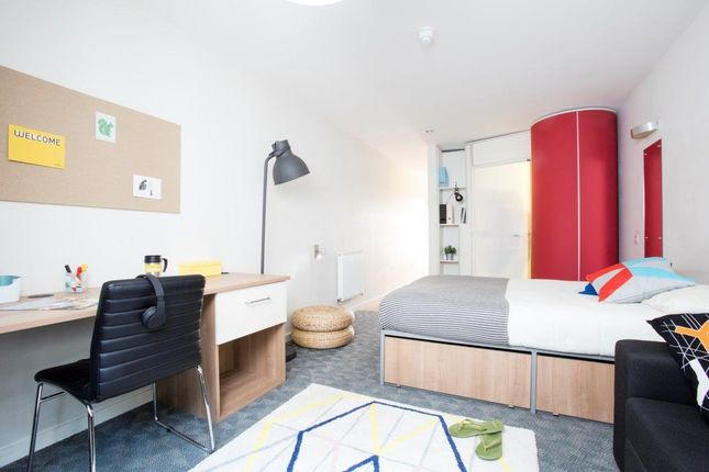 Room to rent in Lebus Street, London