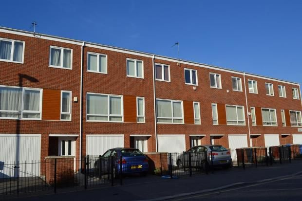 Thumbnail Town house to rent in Denewell Avenue, Manchester