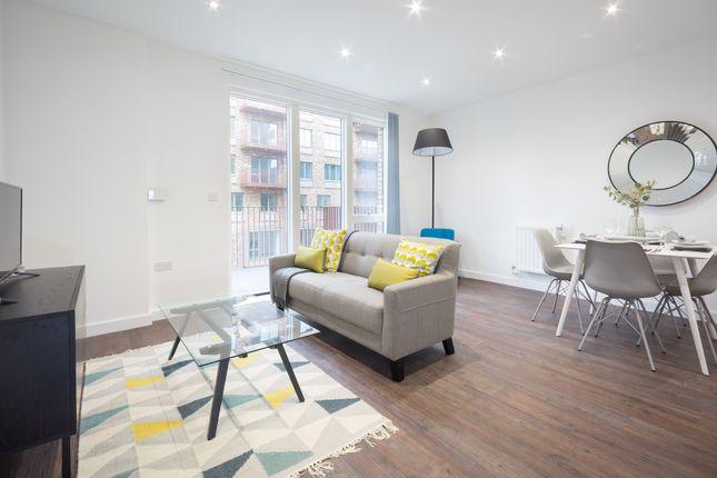 Thumbnail Flat to rent in Samuel Building, Shackleton Way, London