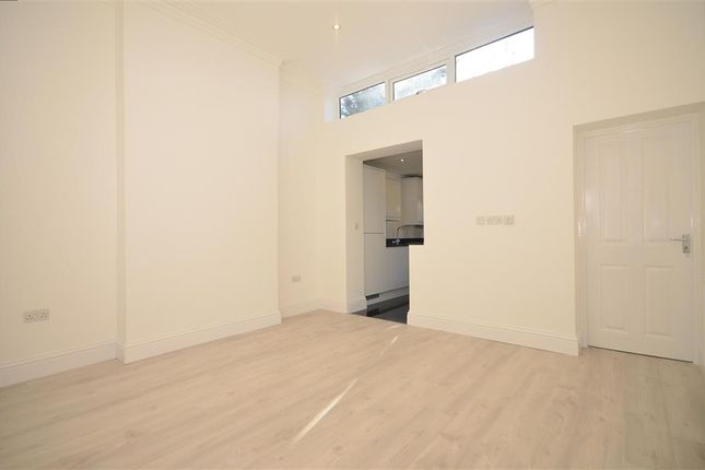 Thumbnail Flat for sale in Mansfield Road, Ilford, Essex