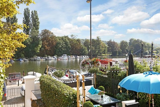 Thumbnail Flat to rent in River Terrace, Henley-On-Thames, Oxfordshire