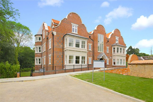 Thumbnail Flat for sale in Hillside Manor, Brookshill, Harrow Weald, Middlesex