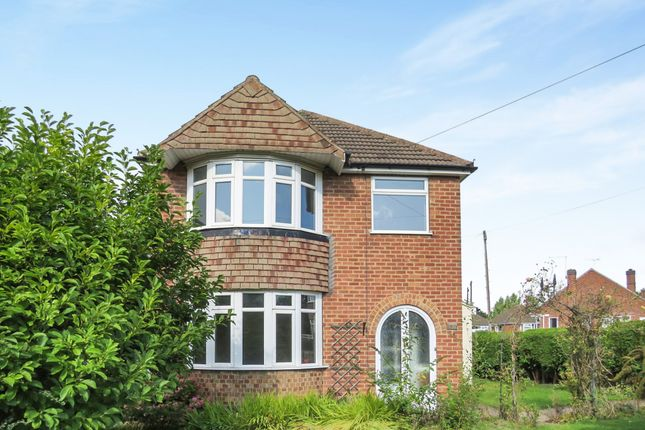 Thumbnail Detached house for sale in Midway Road, Midway, Swadlincote