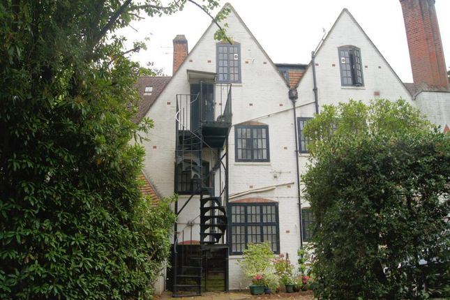 Thumbnail Flat to rent in Seaton Road, Camberley