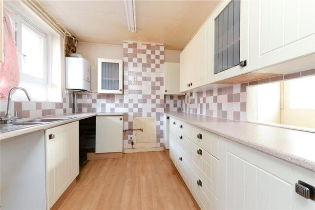3 bed maisonette for sale in Paragon Road, London