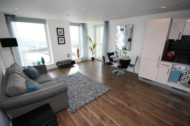 Thumbnail Flat to rent in The Heart, Mediacityuk, Salford