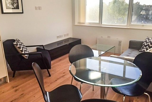 1 bed flat to rent in Waddon House, Beddington, Croydon