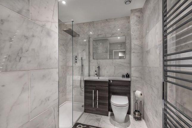 Bathroom of West Street, Newbury RG14