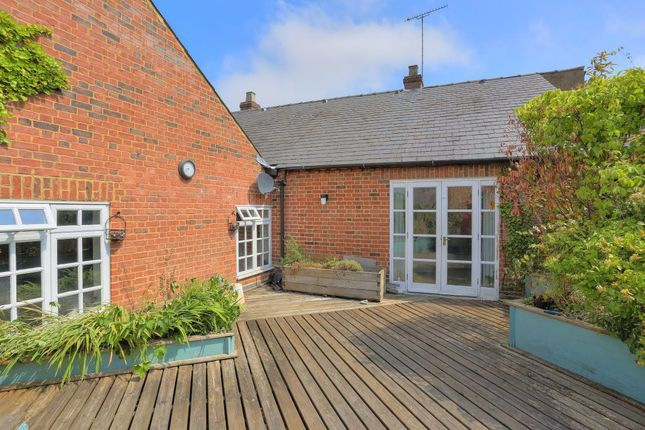 Thumbnail Flat to rent in High Street, Markyate, St.Albans