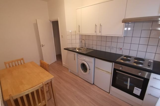 Flat to rent in Stroud Green Road, London