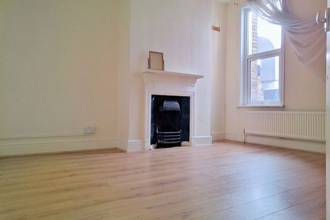 3 bed flat to rent in London Road, Croydon