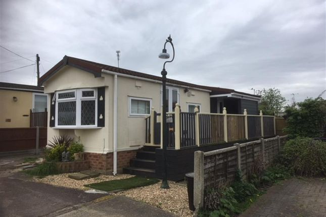 Thumbnail Mobile/park home for sale in Pooles Lane, Hullbridge, Hockley