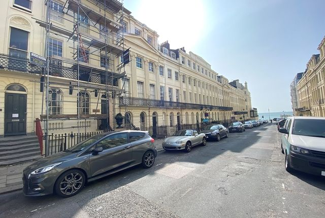 2 bed flat for sale in Oriental Place, Brighton, East Sussex. BN1