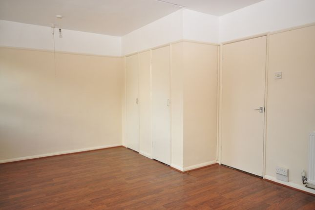Thumbnail Studio to rent in Crasswell Street, Portsmouth