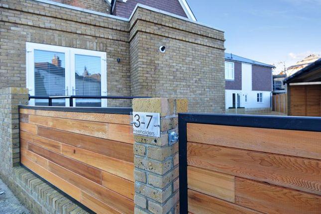 Thumbnail Flat for sale in St. Johns Street, Farncombe, Godalming