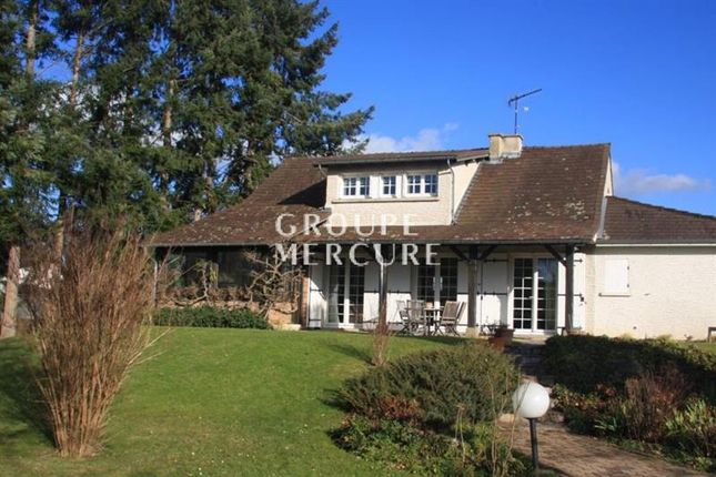 Thumbnail Villa for sale in Moulins, Auvergne, 03000, France