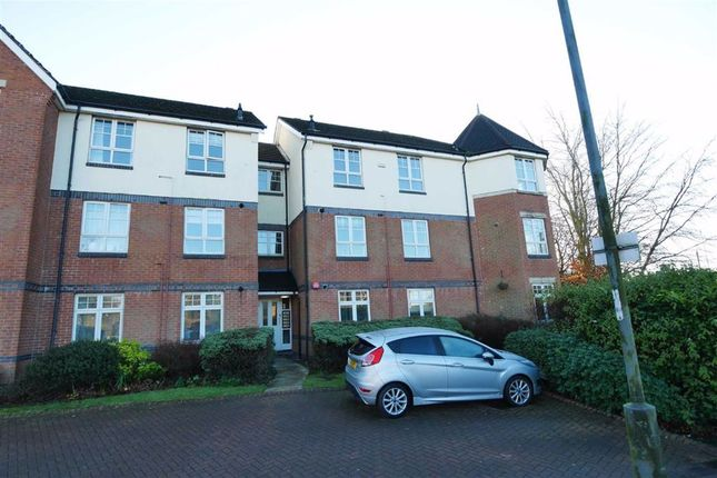 2 bed flat to rent in Turnberry Gardens, Tingley WF3