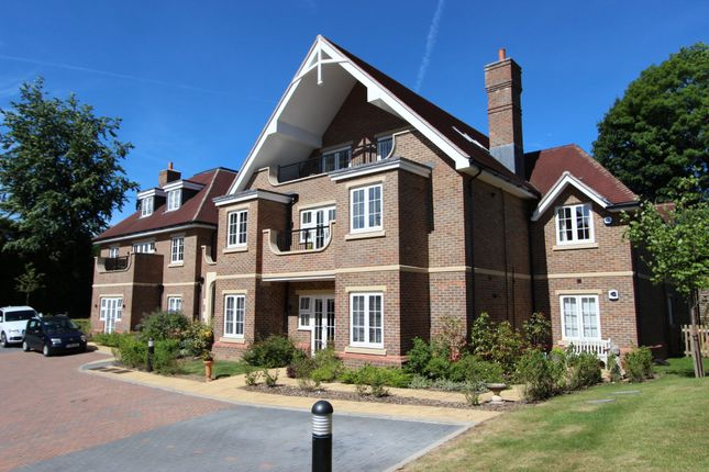 Thumbnail Flat to rent in Dene Close, Outwood Lane, Chipstead, Coulsdon