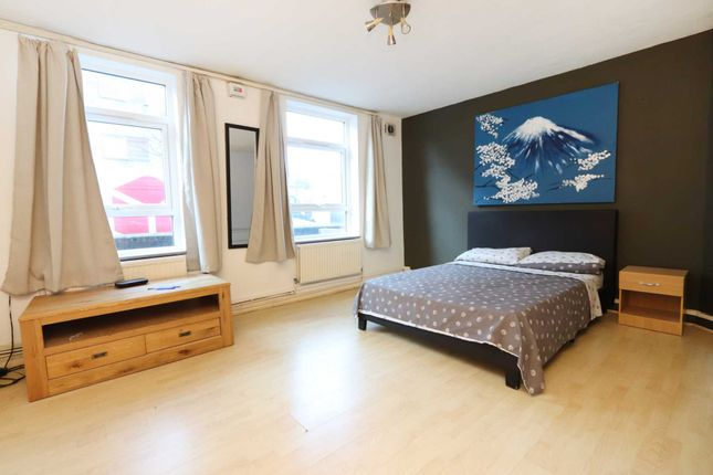 Thumbnail Flat for sale in Wyfold Road, London
