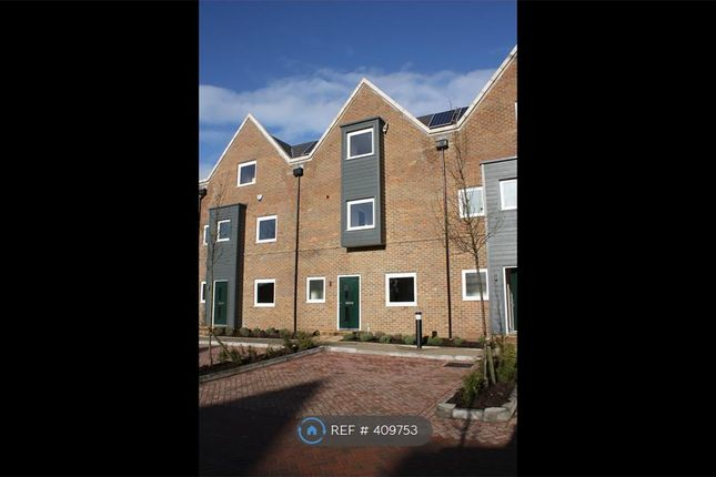Thumbnail Terraced house to rent in Kingfisher Drive, Camberley