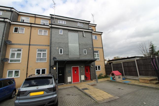 Thumbnail Maisonette to rent in De Havilland Drive, Woolwich