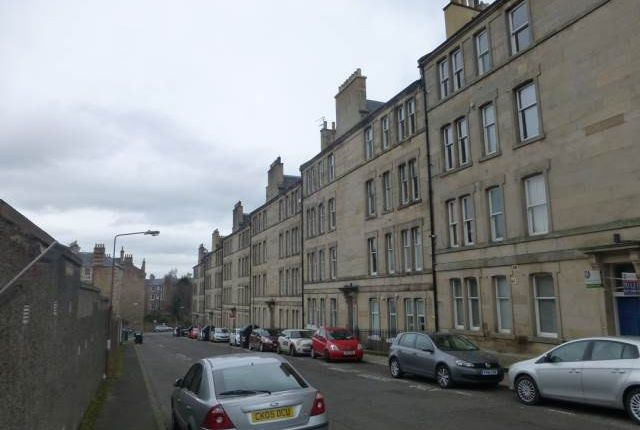 Thumbnail Flat to rent in Comely Bank Row, Edinburgh
