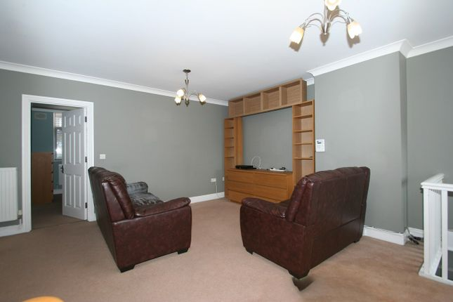 Flat to rent in Vivian Avenue, Hendon