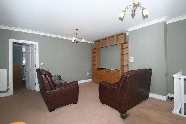 Thumbnail Flat to rent in Vivian Avenue, Hendon