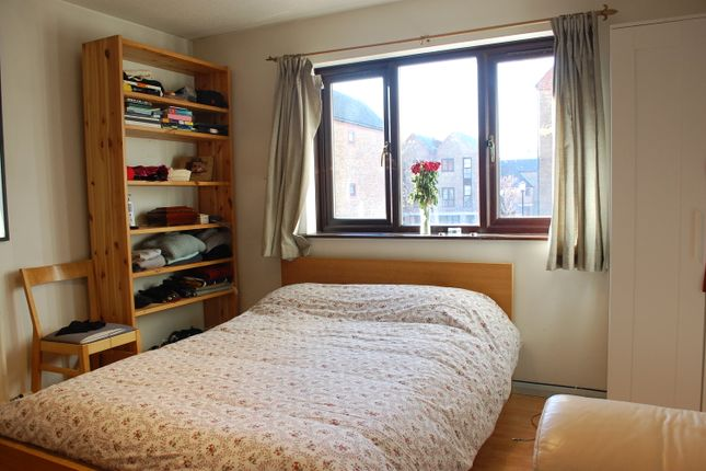 Thumbnail Mews house to rent in Brunswick Quay, Surrey Quays, London