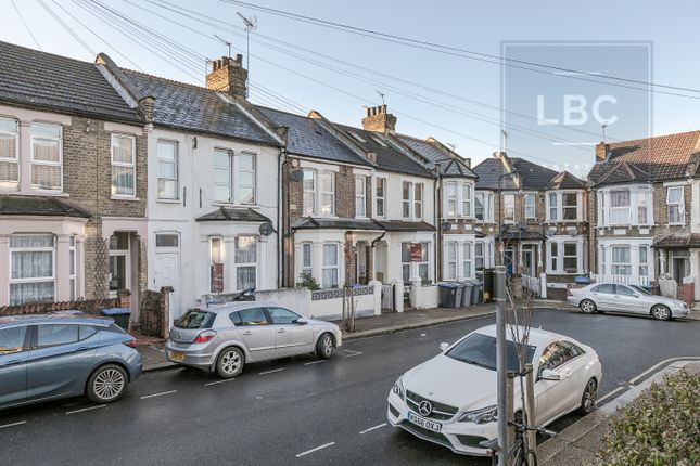 2 bed flat to rent in Bolton Road, London NW10
