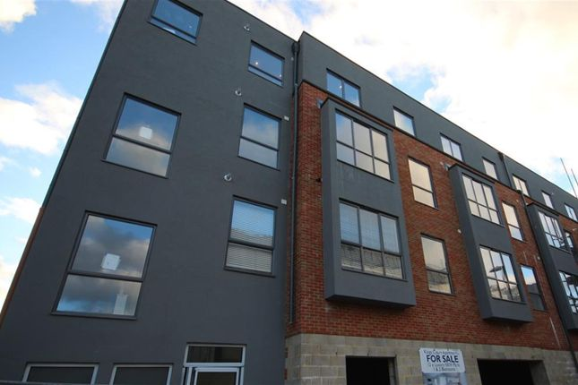 Thumbnail Flat for sale in Kings Court Apartments, Little King Street, East Grinstead