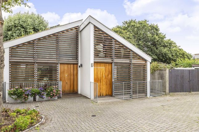 Property to rent in Clarendon Road, Colliers Wood, London