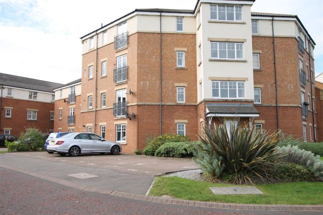 2 bed flat to rent in Renforth Close, Gateshead NE8
